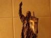 Statuetka Chrystusa Zmartwychwstałego mała i duża
